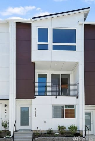 Entire 2020 Built New Townhouse 3Bedroom 3Bath