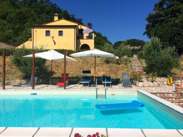 Asthonishing agriturismo with swimmingpool - Montecatini Val di Cecina - Mökki