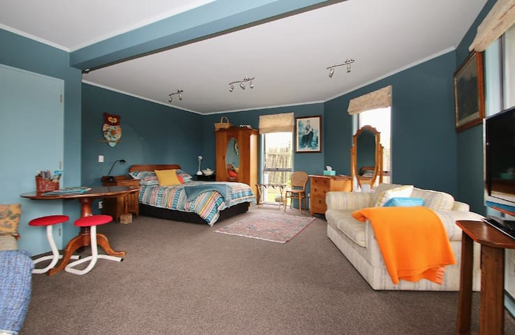Large spacious dble room. Plus sofa bed available - Rotorua - Apartamento