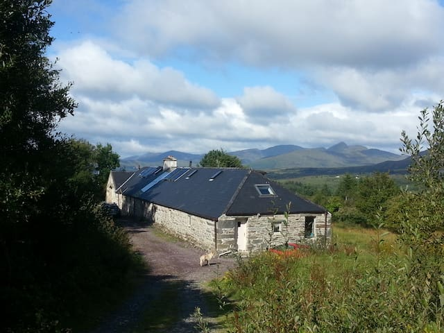 The Forge-Ring of Kerry:studio room, own entrance - Killarney - Casa