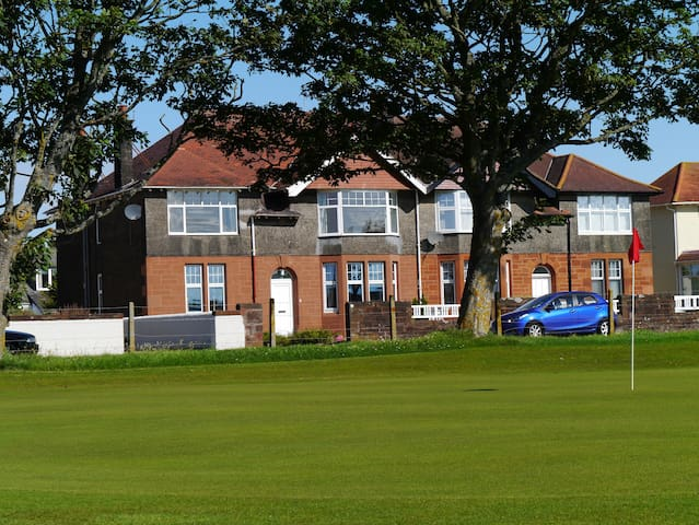 The 19th Hole, Troon - Troon - Apartment