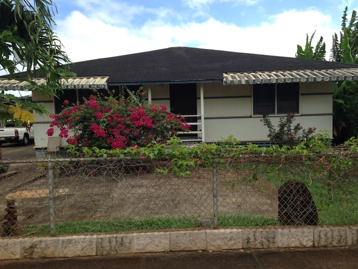 In Waialua, private room along bike path to beach