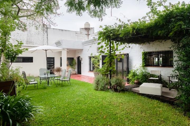 La Buenos Aires ,casa con jardín y parrilla