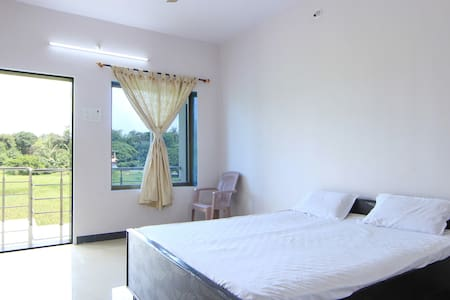 NisargHouse - 10 mins from Alibaug Beach (2 Rooms) - Pensione