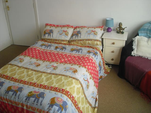 Attractive double room in a flat in Bournemouth