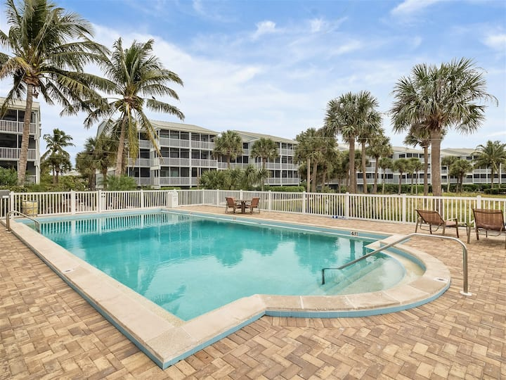 South Seas Beach Villa 2228 - Completely updated 2/2 direct gulf front