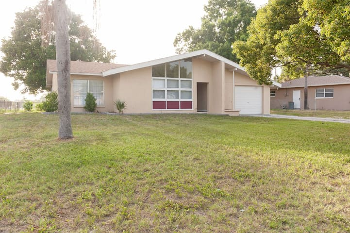 MODERN HOME CENTRALLY LOCATED