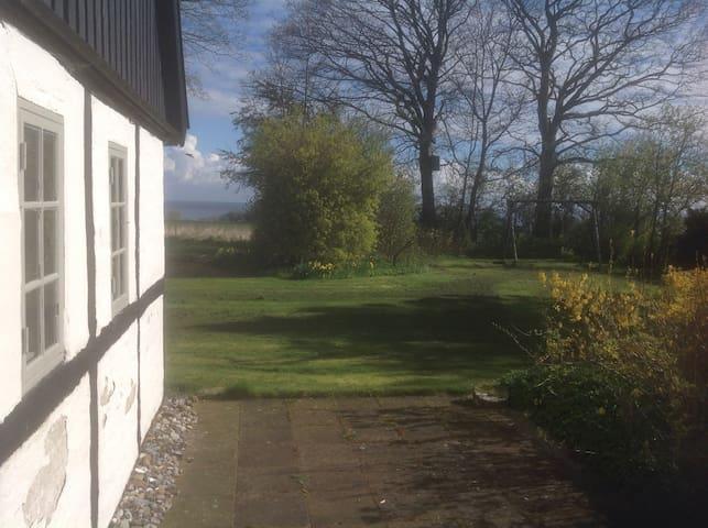 Skøn gammel gård 200 m fra Stevns klint - Store Heddinge - Tatil evi