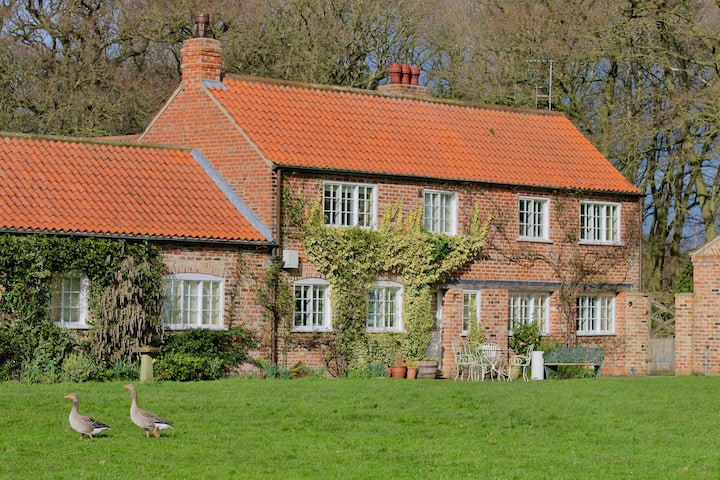 Characterful Yorkshire cottage, beautiful views