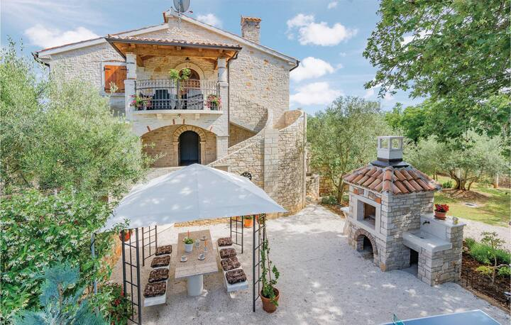 Stunning home in Heraki with WiFi and 2 Bedrooms
