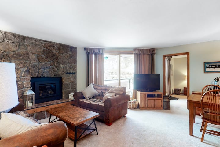 Cozy Lakefront Condo w/ Free WiFi, Gas Fireplace, Shared Hot Tub, & Pool!