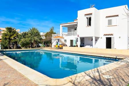 Bonita casa con apartamentos anexos - Sant Antoni de Portmany - Casa