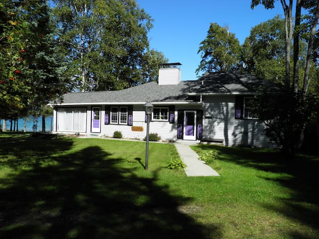 Wonderful Lake Huron Family Cottage - Cheboygan