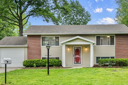 The Red Door ★ Comfy 3 Bdr Home - Quiet Cul-de-sac