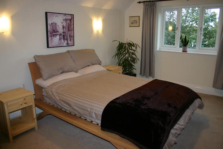 Comfortable double room in well-presented home