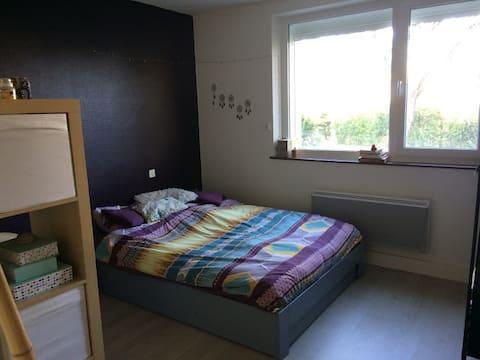 Chambre privée dans appartement rez-de-chaussée
