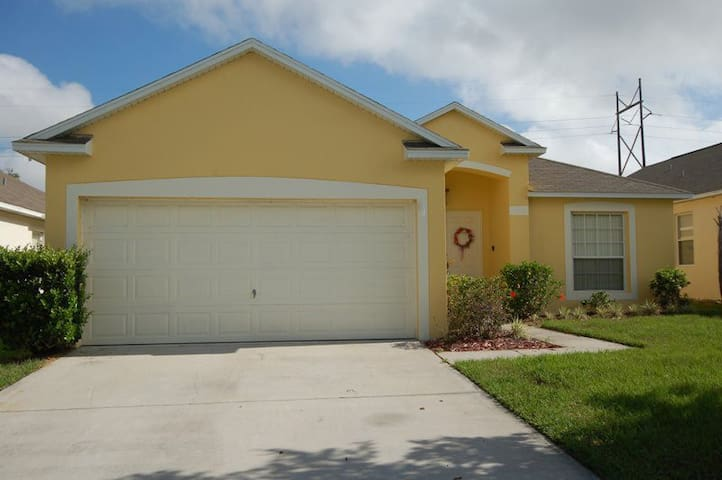 Beautiful 5 Bedroom with Game Room - Davenport - Dom