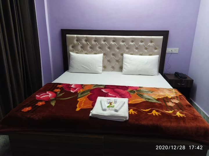 Luxurious stay in economical budget. With parking.