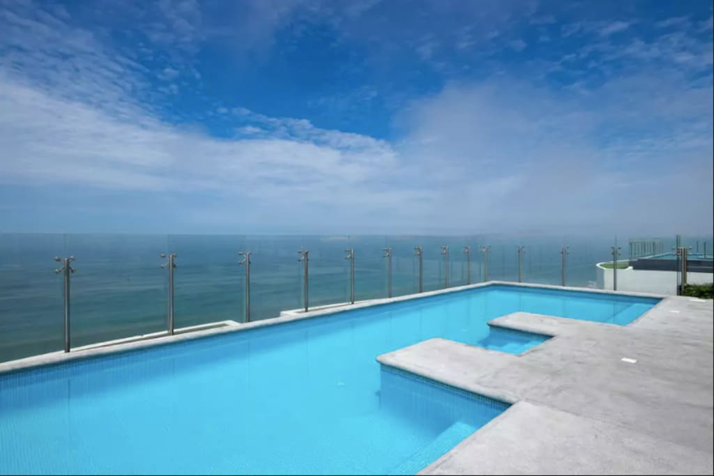 Pool on the 16th floor with ocean view