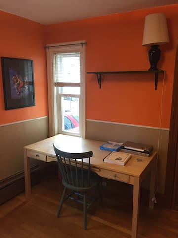 Cozy 1bed+parking. Close to Somerville highlights - Somerville - Apartemen