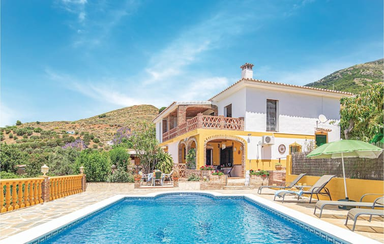 Stunning home in Mijas with Outdoor swimming pool, WiFi and 2 Bedrooms