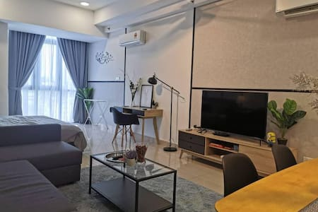 Spacious Studio Ideal for Couple @ near Mid Valley