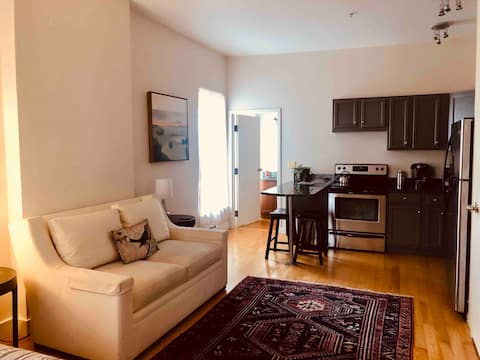 Arts District Studio w/ Queen Bed and Free Parking