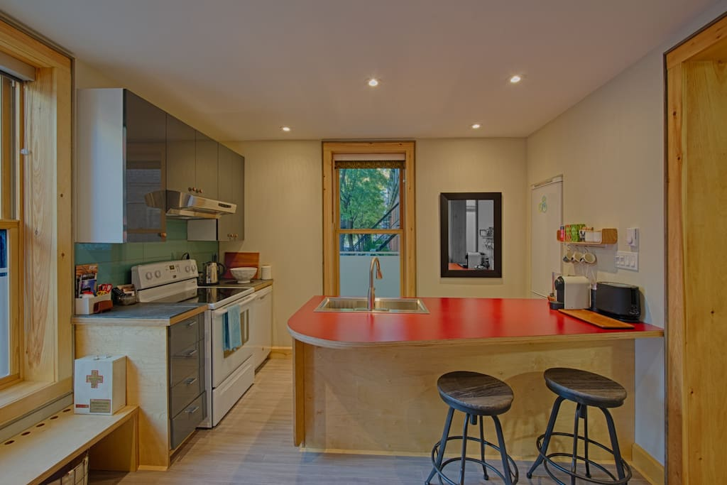 Fully-equipped kitchen with large worksurface