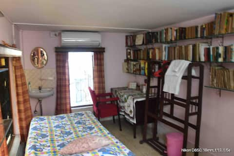 Quiet and serene place with well furnished room