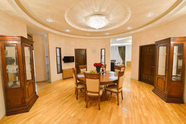 Amazing 2BR Panoramic Apartments in City Center!