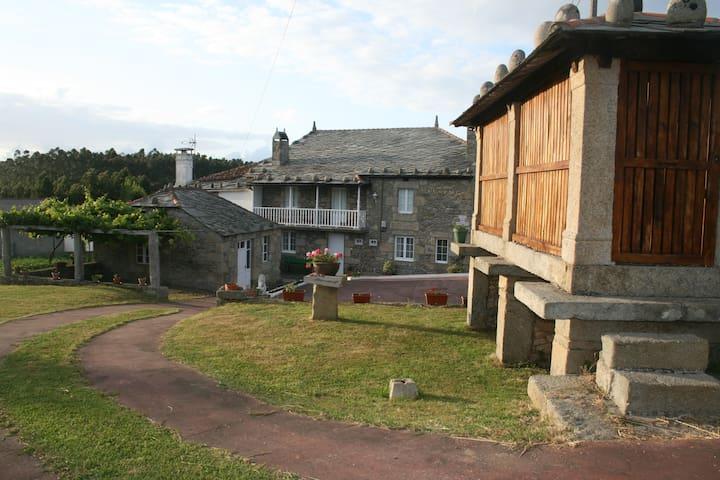 Casa con dos viviendas indep. cerca de Viveiro - Xove - บ้าน