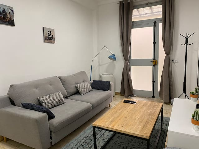 Large and fully renovated 2 Bedrooms