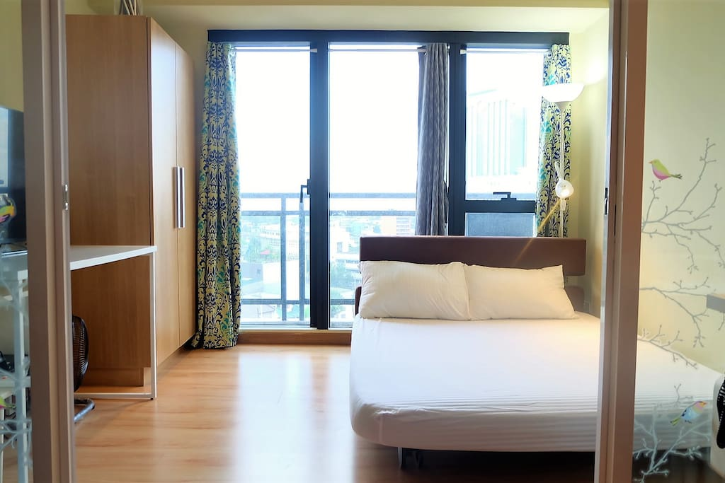 The Bedroom: A comfy Queen bed seals the beginning of a cozy stay for any travelling couple; with an (optional) pull out Single bed that's absolutely perfect for small families. The Bedroom leads out onto the balcony where an amazing view of Makati's cityscape greets you every morning!
