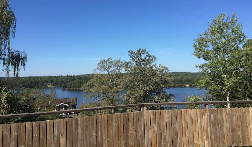 Mini villa med sjöutsikt i Vidja