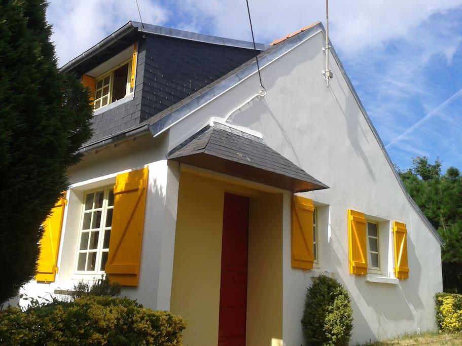 maison typique ann es 60 70 maisons louer le tudy. Black Bedroom Furniture Sets. Home Design Ideas