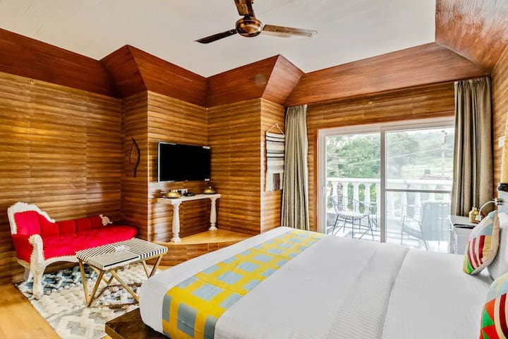 Luxury Suite  AC Room  with a nice view from each room. The rooms are spacious  300 sq feet in size with all modern amenities and are designed as per Luxury Villa standards. It comes with an attached Bathroom
