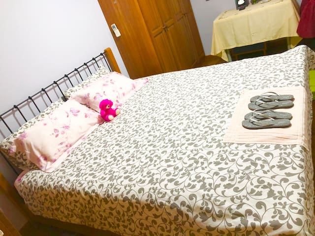A cozy and homey double room in city centre area.