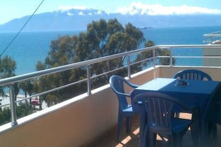 Cozy apartment with a sea view - Tirana - 公寓