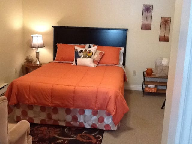 Charming room in cozy bungalow - Quispamsis