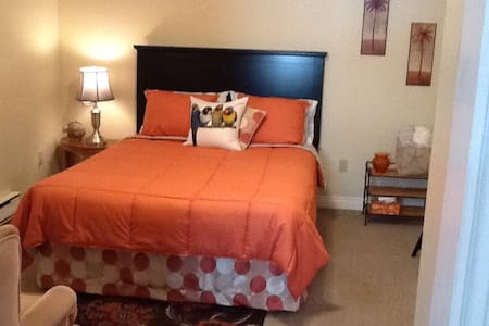 Charming room in cozy bungalow - Quispamsis - Maison