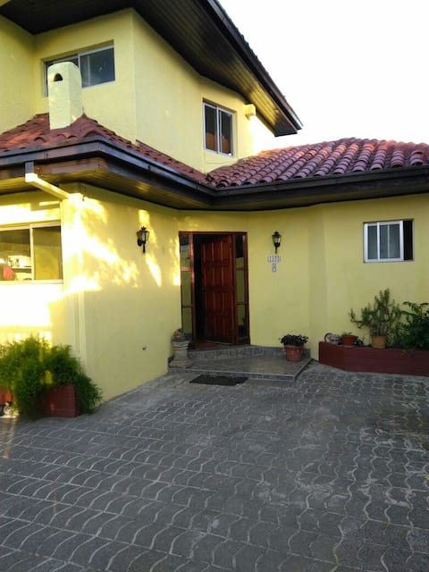 Habitacion en casa acogedora cerca del centro