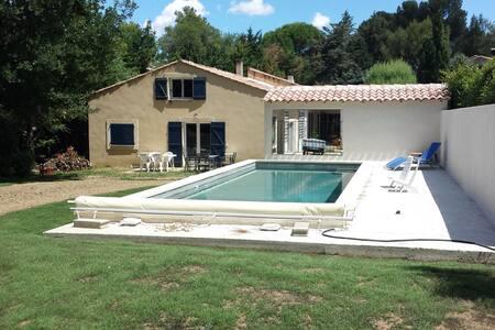 Villa au calme avec grande piscine (11 mètres) - Pernes-les-Fontaines