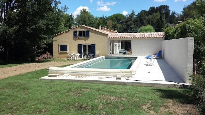 Villa au calme avec grande piscine (11 mètres)