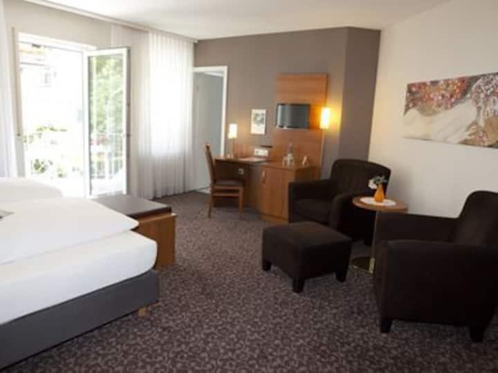 Hotel Alexa (Bad Mergentheim), Komfort-Doppelzimmer mit kostenfreiem WLAN und Parkplatz