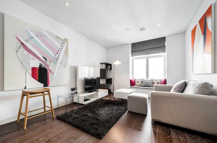 Artistic one bedroom apartment near Covent Garden