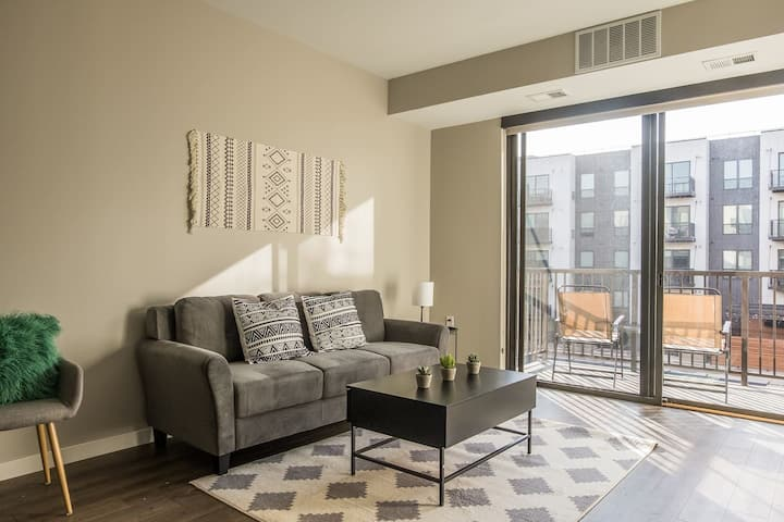 Central Downtown 1BR Apt near the River