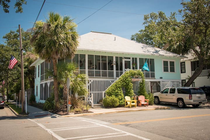 Ideal location on Tybee with free parking