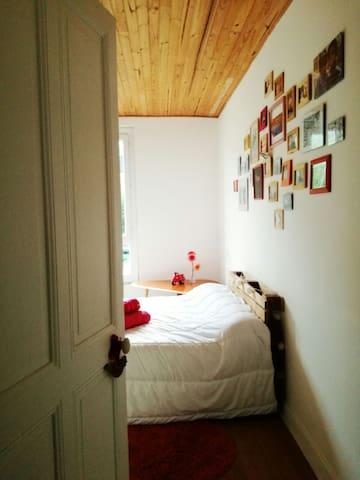 Grande chambre dans appartement Savoyard lumineux - Grésy-sur-Aix - Apartment