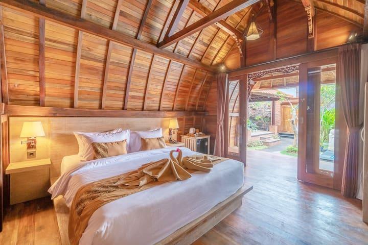 Cozy Wood Cabin near GWK by BukitVista#4