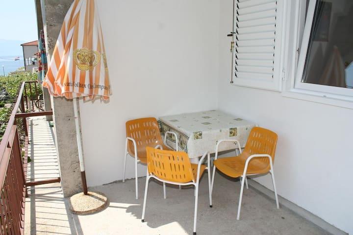Studio apartman s terasom i pogledom na more Zaostrog (Makarska) (AS-2649-a)